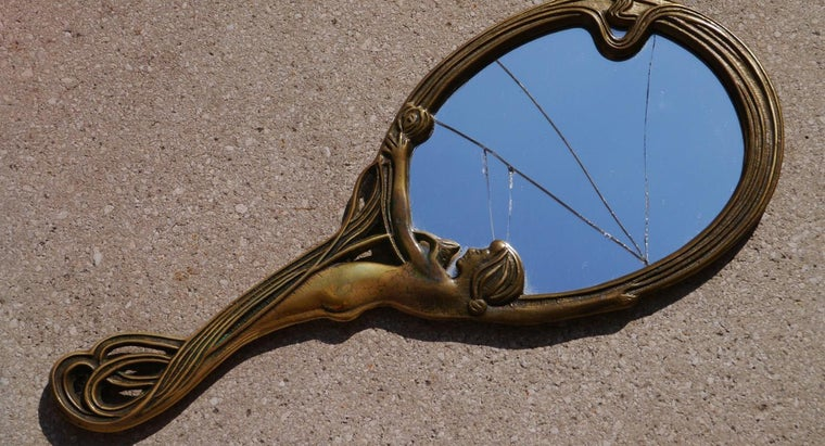 Can You Complete a Mirror Glass Repair Yourself?
