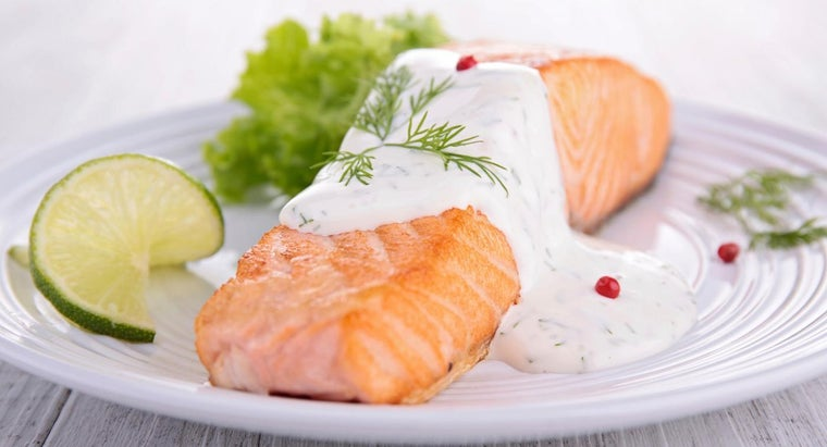 What Is a Recipe for Salmon With Cream Sauce?