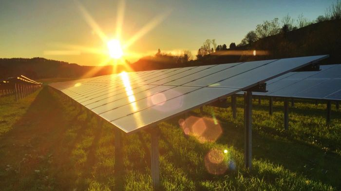 What are the advantages of solar deep well pumps?