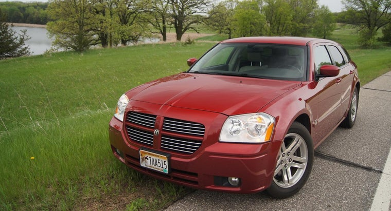 What Are the Specifications of the 2015 Dodge Magnum?