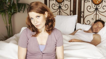 What Are Some Symptoms of a 35-Year-Old Woman Starting Menopause?