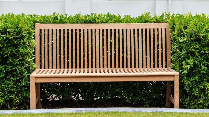 How do you make wooden benches?