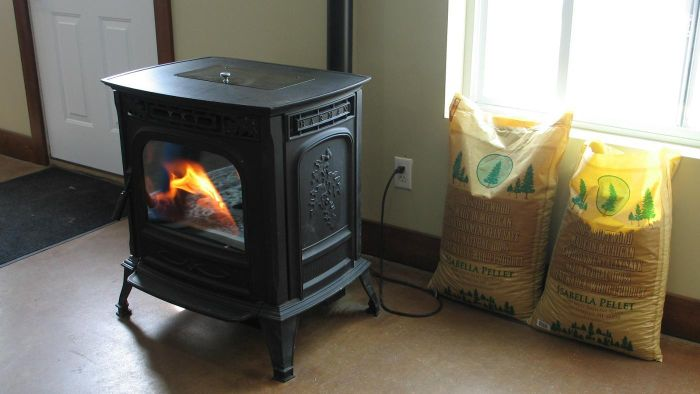 What Features Do Highly Rated Pellet Stoves Include?