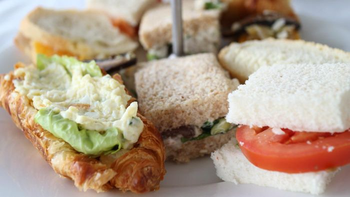 What Are Some Easy Finger Food Recipes for a Party?