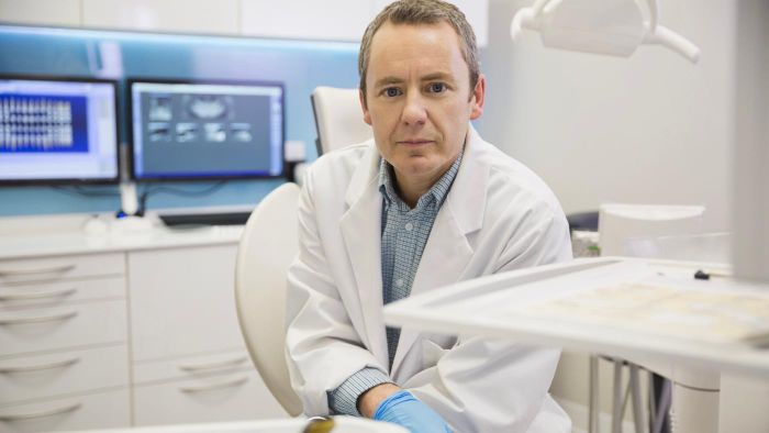 What Are Some Tips for Finding a Good Dental Implant Surgeon?