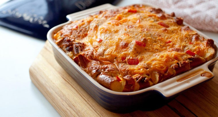 What Dishes Are Easy to Share at a Potluck?