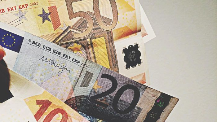 Where can you find the exchange rate for euros and dollars?