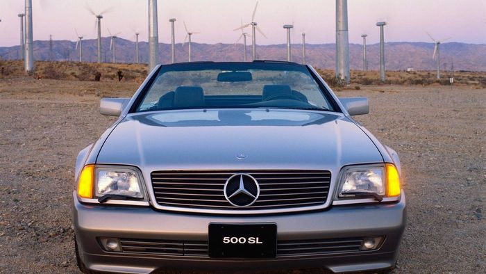 What Are Some Features of the Classic Mercedes SL?