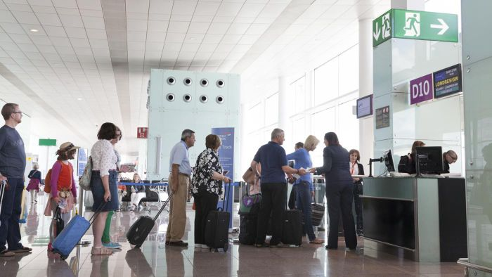 How Do You Check for Airport Flight Delays?