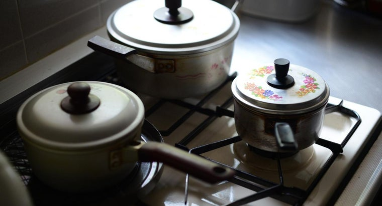 What Pot Materials Are Safe for Use in a Microwave?
