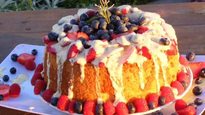 What Are Some Desserts You Can Make With Angel Food Cake?