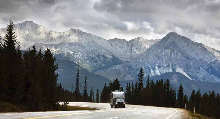 How Do You Attach a Travel Trailer to Your Vehicle?