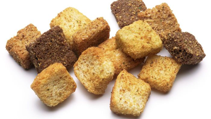 What Are Some Tips for Making Croutons?
