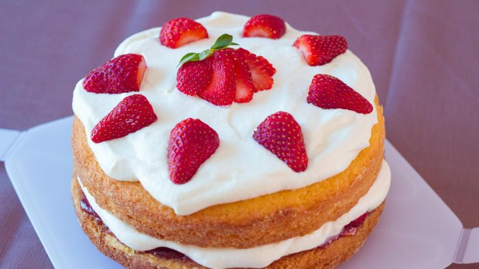 What Is the Recipe to Bake a Cake From Scratch?