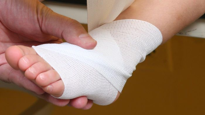 What Causes a Swollen Foot?