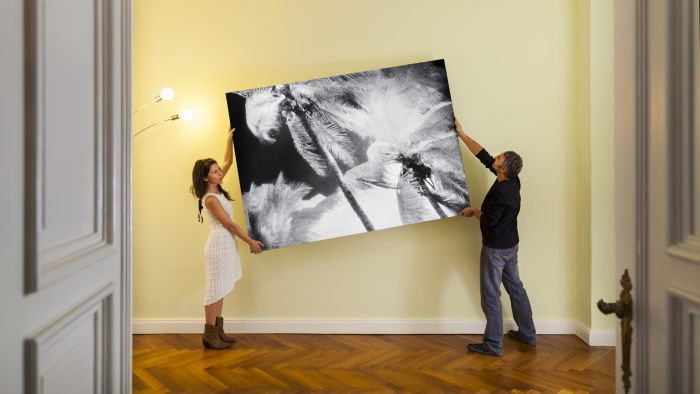 Who determines the price of paintings?