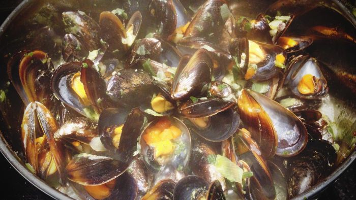 What Are Some Ways to Cook Fresh Clams?
