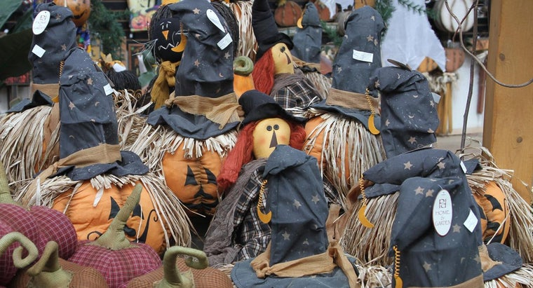How Do You Make Witch-Themed Decorations?
