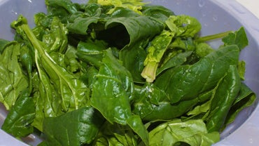 How Do You Make an Easy Spinach Salad Dressing?