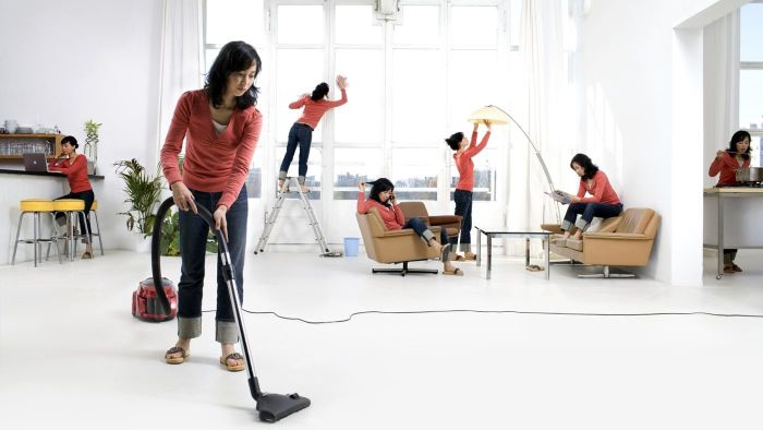 How do you make your own housecleaning checklist?