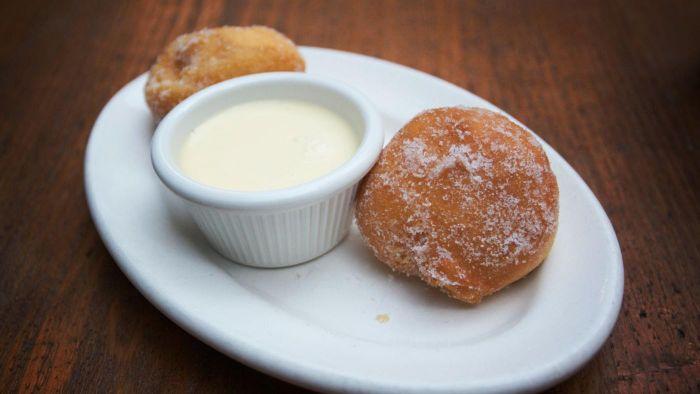 What Is a Good Recipe for Italian Zeppole?