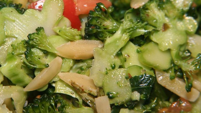 What Is a Basic Recipe for Broccoli Salad?