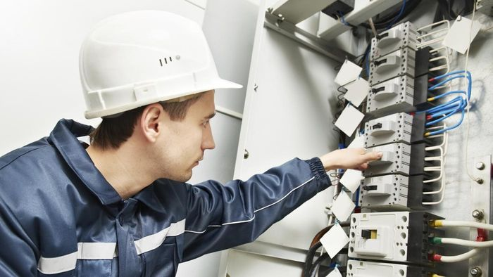 What Are Some Jobs for Electricians?