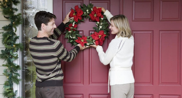 What Are Some Ideas for Front Door Hangings?