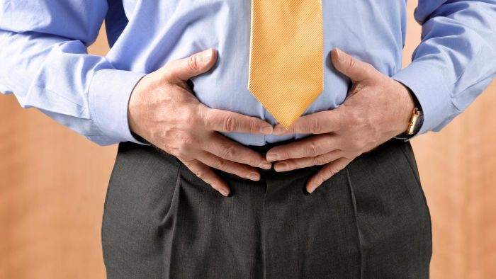 What are the symptoms of stomach inflammation?