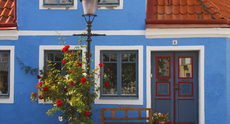 What Are Some Popular Colors to Paint a Front Door?