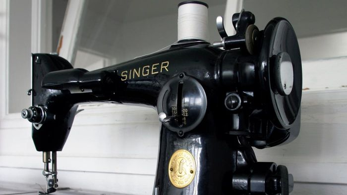 Where can you find troubleshooting manuals for Singer sewing machines?