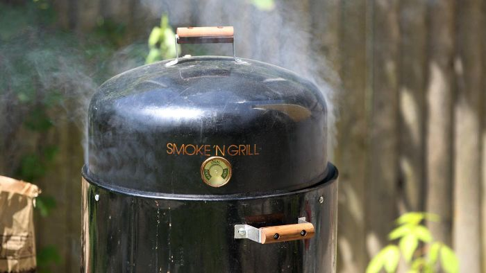How Do You Cook Meat With an Electric Smoker?