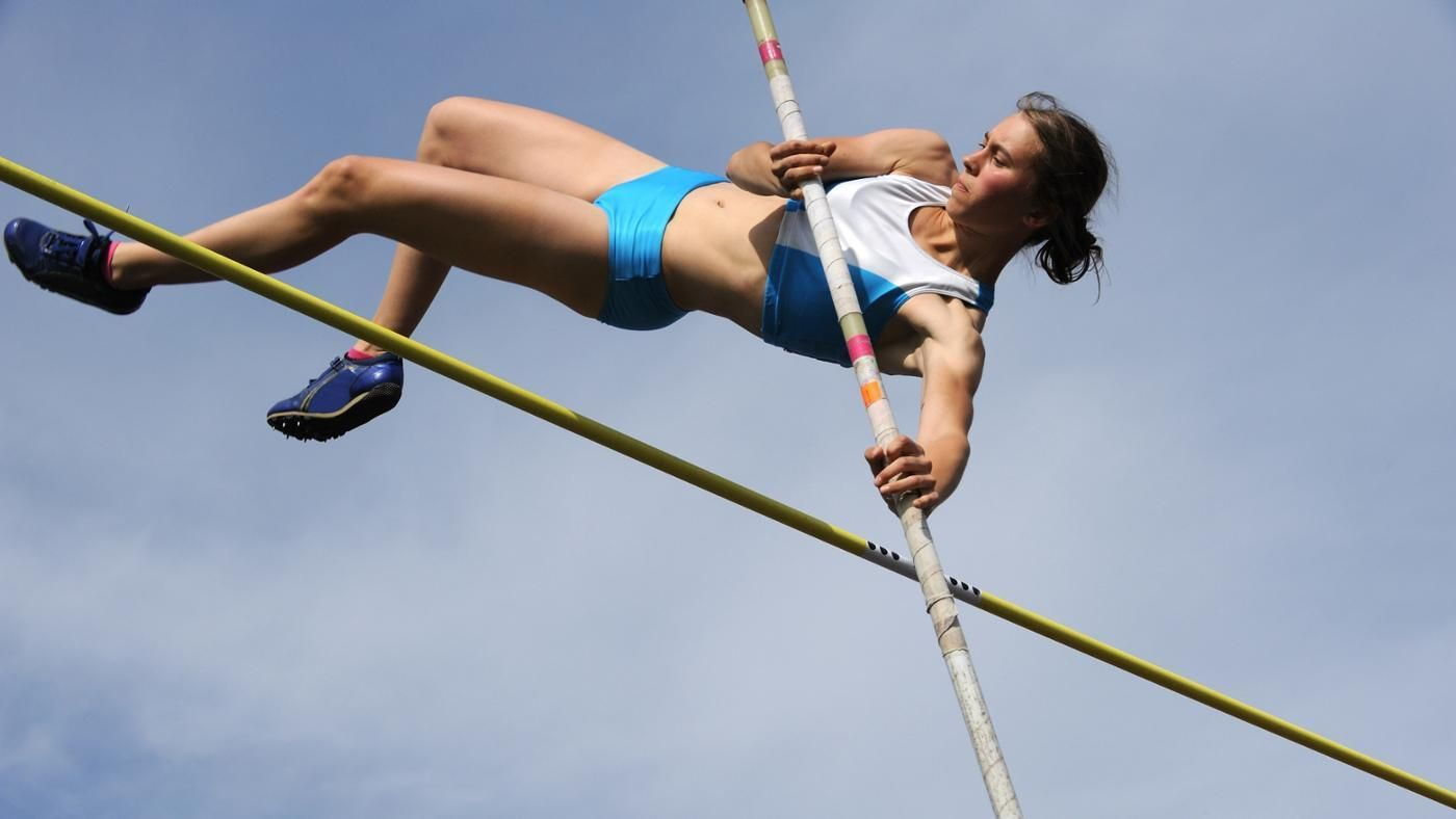 the question of whether helmets should be worn in pole vaulting Some competitors wear helmets, but that is not mandatory high school athletes in kansas and florida and a penn state vaulter have died this year in pole vaulting accidents.
