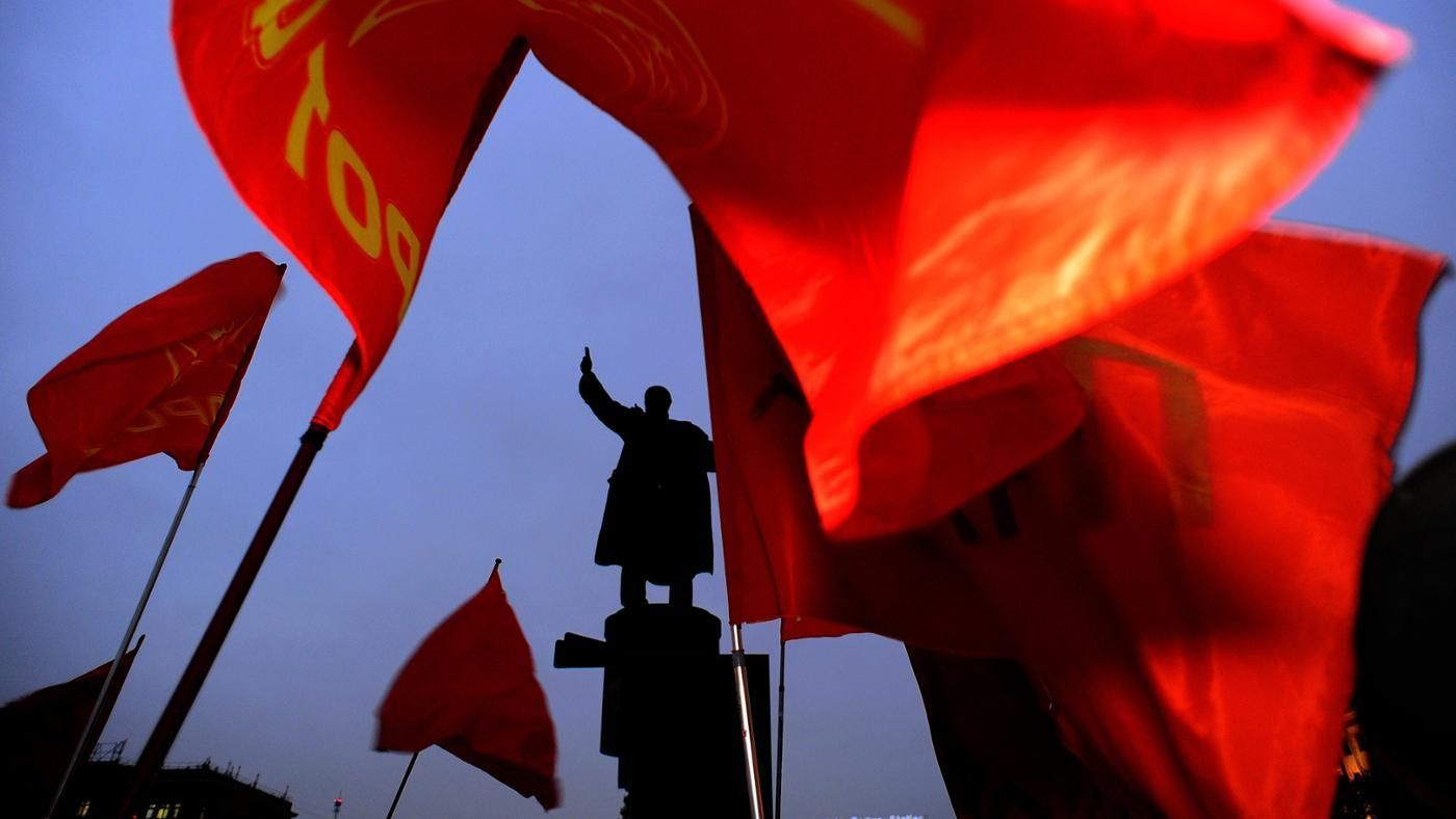 a comparison between the soviet and chinese communism When the origins and development of the chinese communist movement before  it  inspiration—the russian bolshevik revolution—the chinese communist   by the ymca in china—that favored communist recruitment in comparison to.