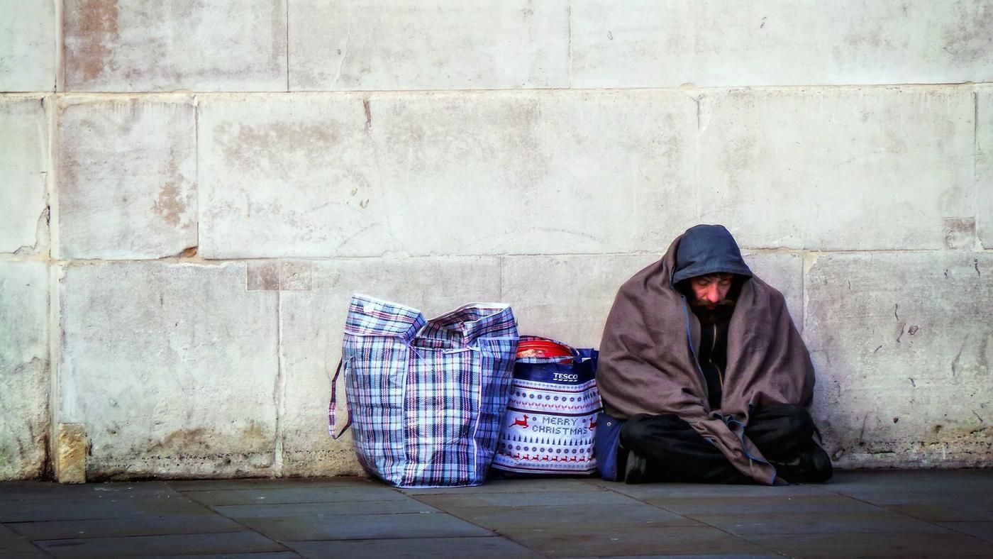 the social problem of homelessness The social problem of homelessness is mainly as a result of economic problems most people who are homeless do not have any source of income and this is what makes them to end up in the streets.