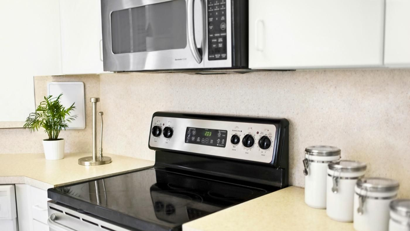 Under Counter Microwave For Easier Works: How Far Does An Under The Cabinet Microwave Have To Be