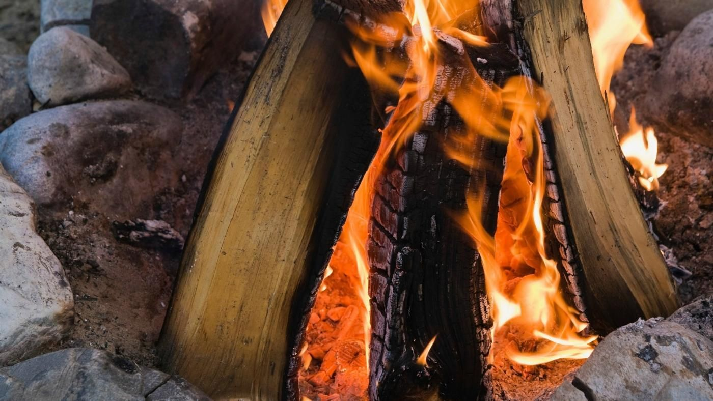 How Hot Is a Wood Fire? | Reference.com