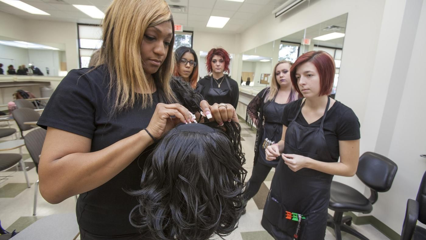 cosmetology and college search Cosmetology programs are intended to train students to work in and run salons that offer cosmetology services many colleges and schools offer both one-year certificate and two-year associate's.
