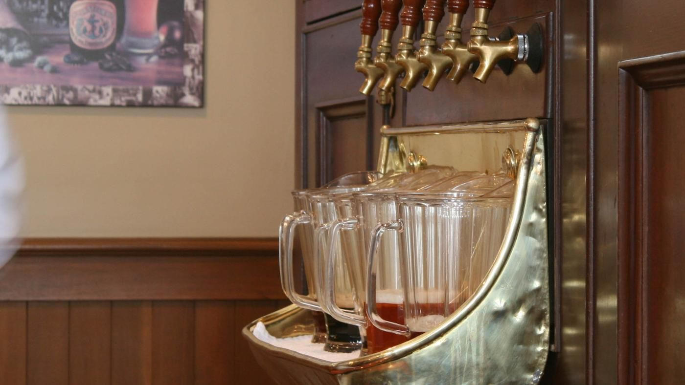 how many ounces are in a standard pitcher of beer. Black Bedroom Furniture Sets. Home Design Ideas