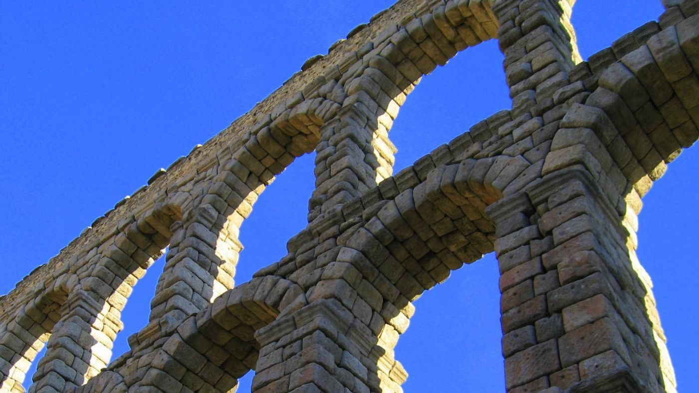 how the roman architectural design and development has influenced the world of architecture Of the roman development of the arch, a supporting structure in building  construction that  this design limited the size and scope of a building  its  cousins, the vault and dome, has had a lasting impact on architecture throughout  the world.