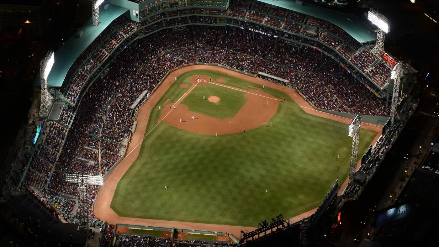 what is the smallest major league baseball field