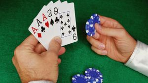 Does three of a kind beat a straight in poker?