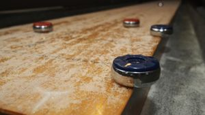 How do you play shuffleboard?