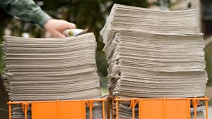 What are the advantages and disadvantages of newspapers?
