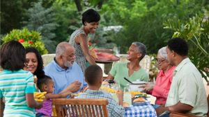 What Are the Advantages of Having an Extended Family?