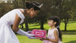 What Is an Appropriate Gift for a Quinceanera?