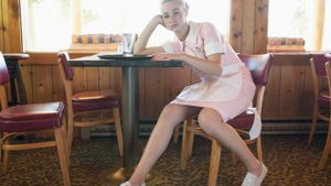 What Are the Best Type of Shoes for Waitresses?