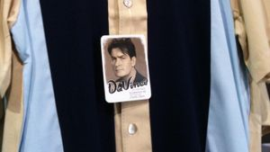 """What Brand Are the Shirts Worn by Charlie Sheen on """"Two and a Half Men""""?"""