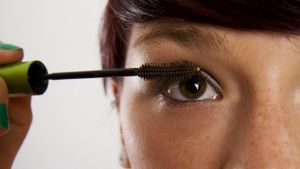 How Can You Avoid Clumpy Mascara?