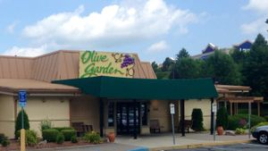 How Can You Eat Healthy at the Olive Garden Restaurant?